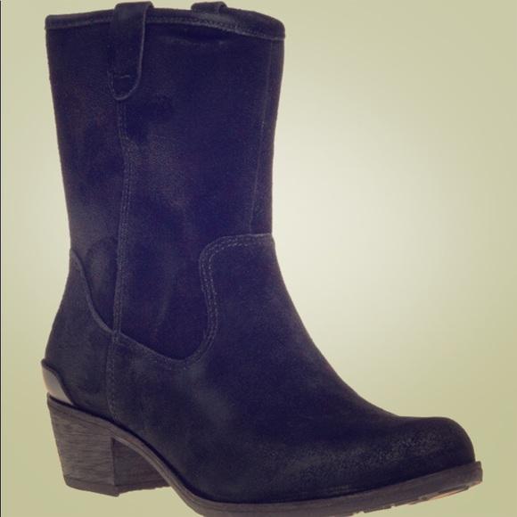 28c219dc318 Ugg Black Suede Briar Boots Size 6